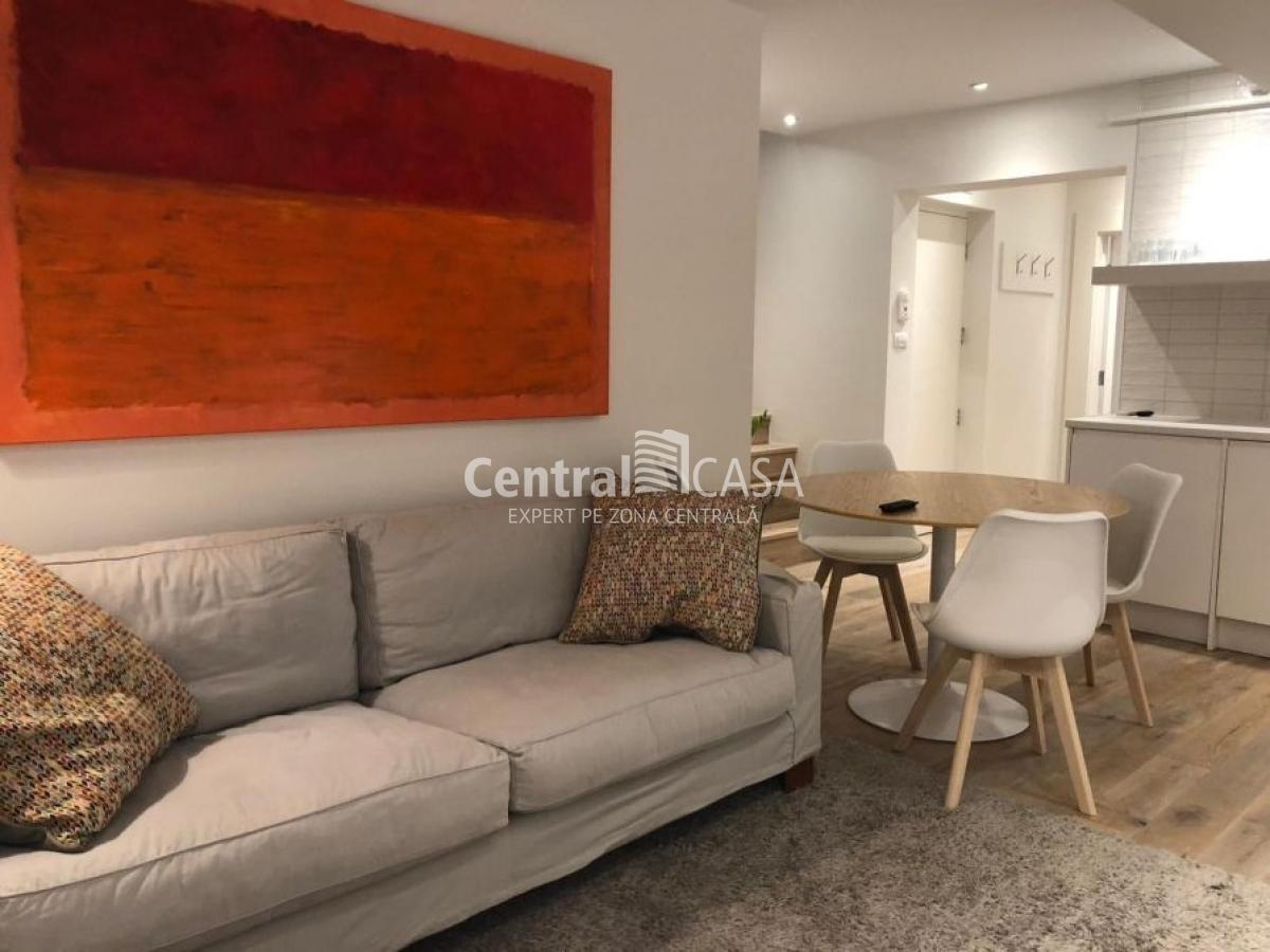 Apartament de vânzare cu 3 camere, Centru