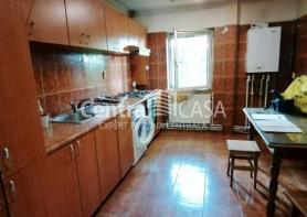 Apartament de vânzare cu 3 camere, Centru-Podul de Fier