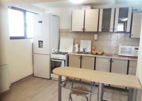 Apartament de închiriat cu 3 camere, Centru