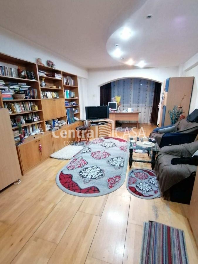 Apartament de vânzare cu 4 camere, Centru-Podul de Fier