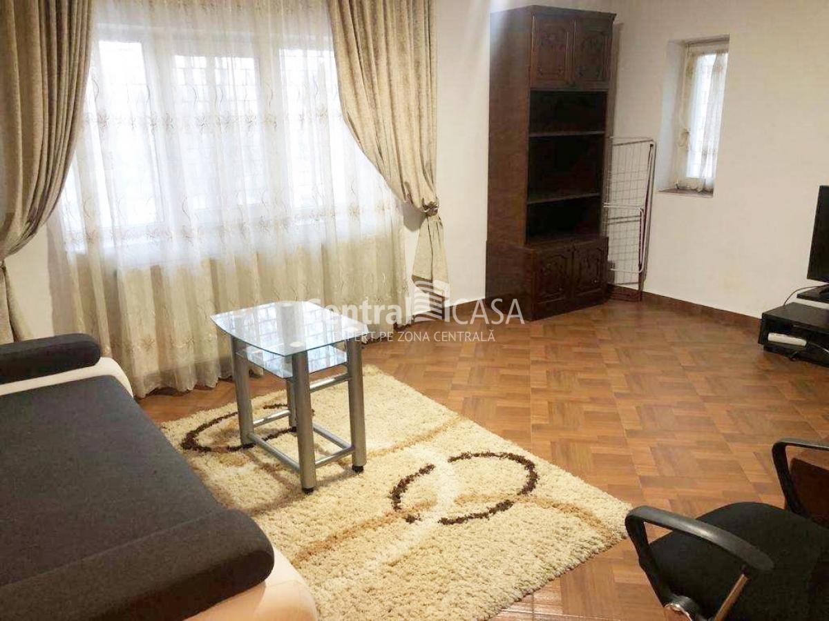 Apartament de vânzare cu 3 camere, Centru-Targu Cucu