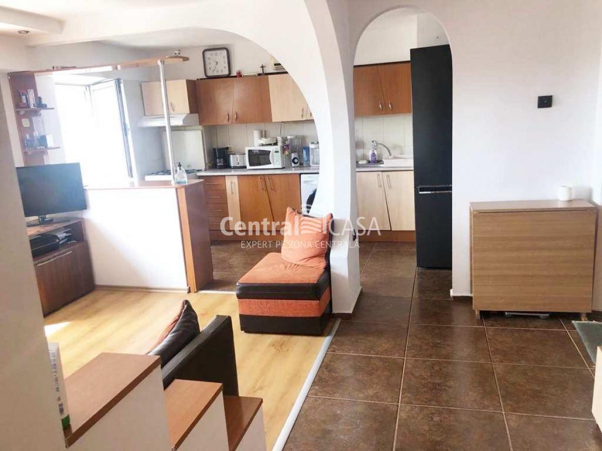 Apartament de vânzare cu 3 camere, Centru-Gara