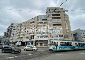 Apartament de închiriat cu 3 camere, Centru-Bd Independentei